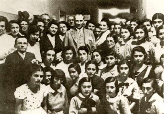 Atatürk ve Kadınlarımız